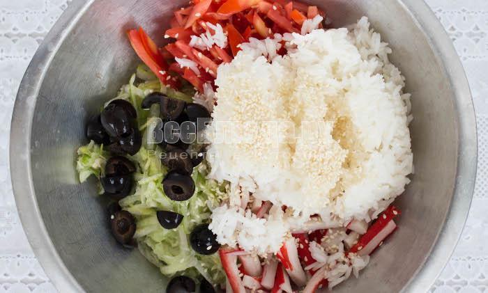 Салат с крабовыми палочками и рисом - пошаговые фото