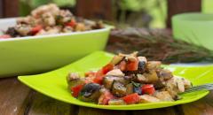 Салат - куриное филе, помидоры, баклажаны
