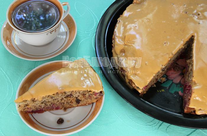 готовый торт с вишней