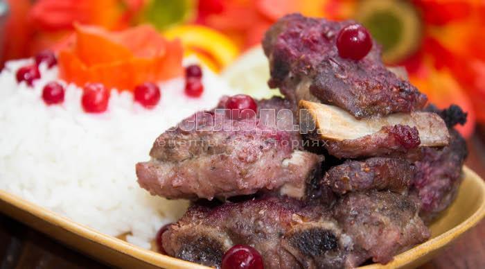 рецепт свиных ребрышек с брусникой