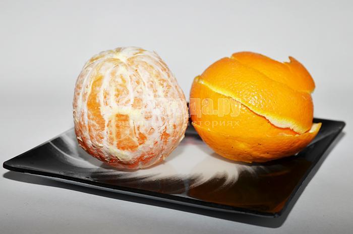 очистите апельсины