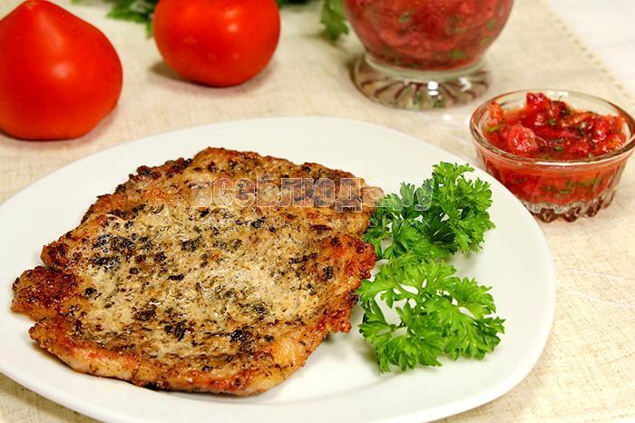 Готовое мясо на тарелке