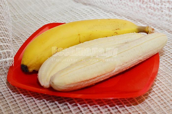 очистите бананы от кожуры