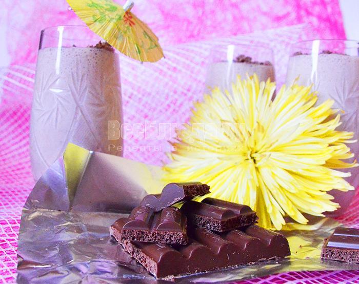 посыпьте верх тертым шоколадом