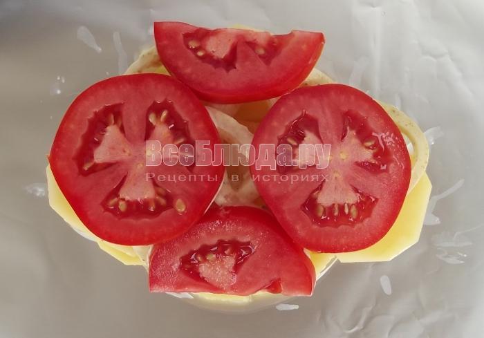 выложить слой помидоров
