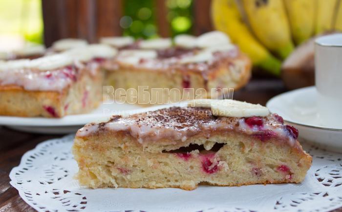 готовый пирог с бананами