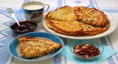 Рецепт блинов на молоке с персиковым пюре (сытные, вкусные)