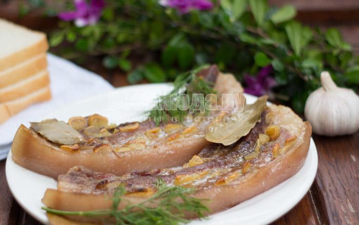 Домашний рецепт свиной грудинки в духовке