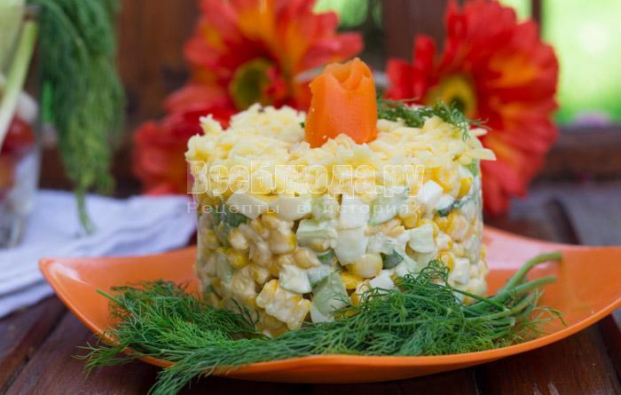 рецепт салата с кукурузой яйцами и огурцами