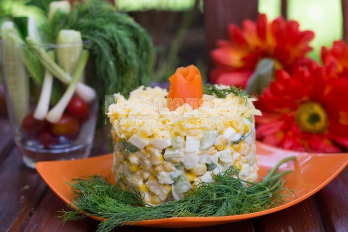 Салат кукуруза, огурец, яйцо