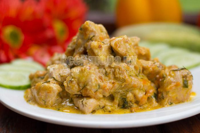 порция куриного филе в сливках