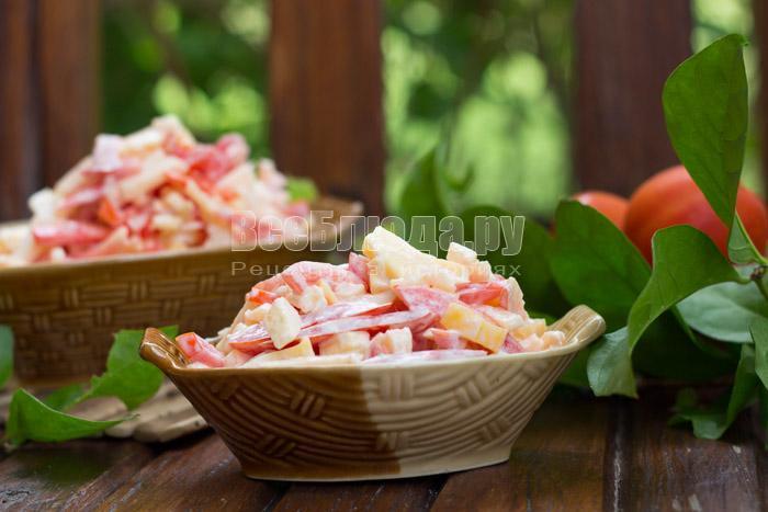 как приготовить помидорный салат с яблоками и сыром