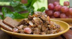 Рецепт куриной печени с виноградом