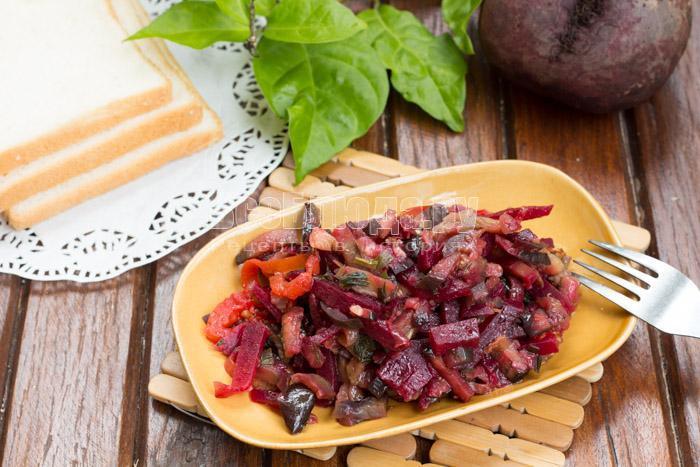 Салат - свекла, баклажаны, помидоры, лук