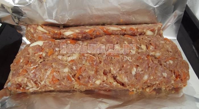 рецепт мясного рулета из фарша в духовке с подливкой
