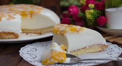 Рецепт торта с желатином на йогурте и сливках с бисквитным дном