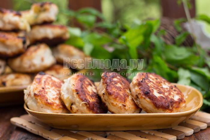 рецепт котлет из куриного филе с начинкой из яиц и сыра
