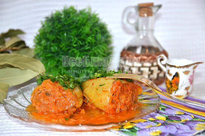 Перец фаршированный капустой, зеленью, морковью и рисом