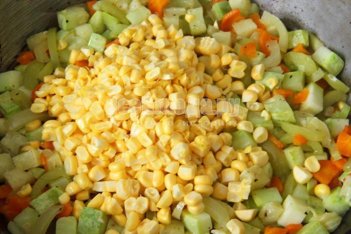 выложить кукурузу