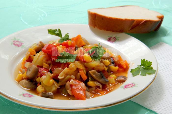 вкусное соте с овощами и грибами
