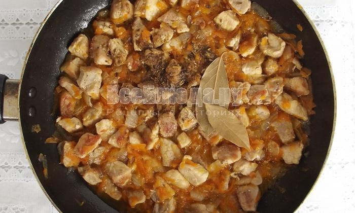 Рецепт гуляша из свинины с подливой