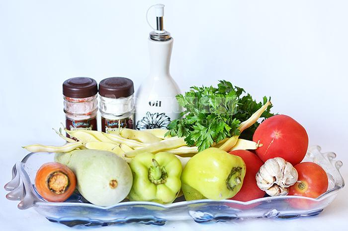 необходимые ингредиенты для рагу из овощей:
