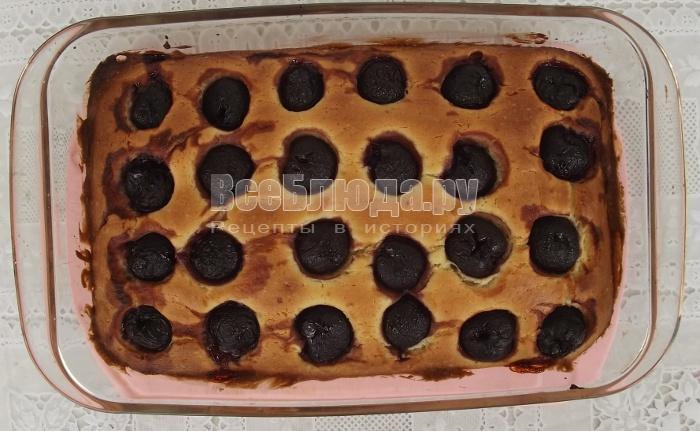 поставить форму с пирогом в духовку