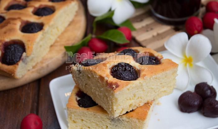 готовый пирог с черешней