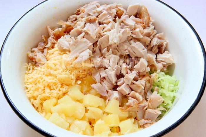 салат с ананасом и копченой курицей рецепт с фото