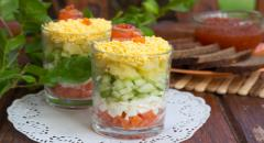 Рецепт салата из семги слоями (огурцы, яйца, картошка, семга)
