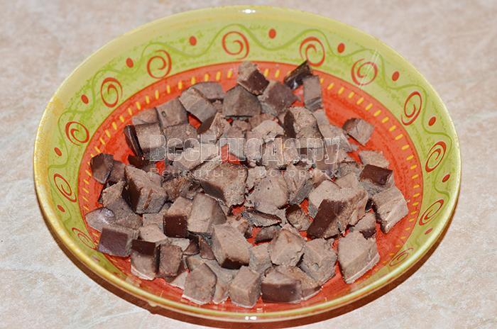 высыпите печень в тарелку