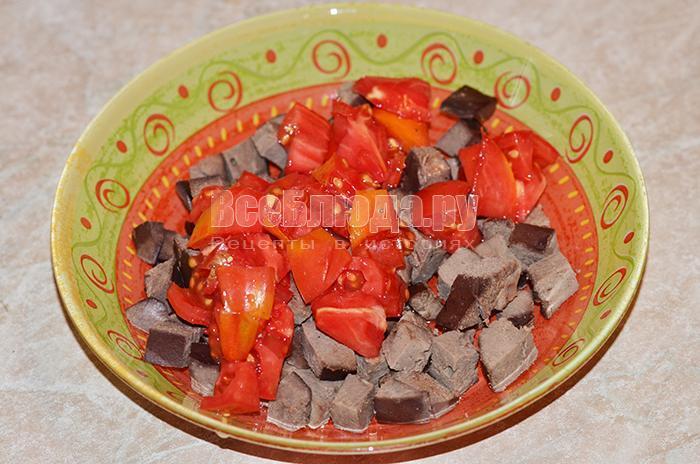 высыпите помидоры в тарелку