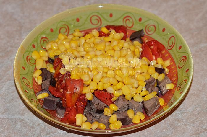 высыпите кукурузу
