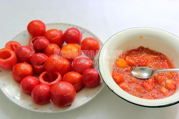 вынуть мякоть у помидоров
