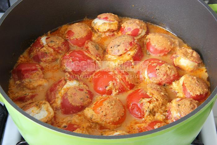 Помидоры, фаршированные перепелиными яйцами (тушение)
