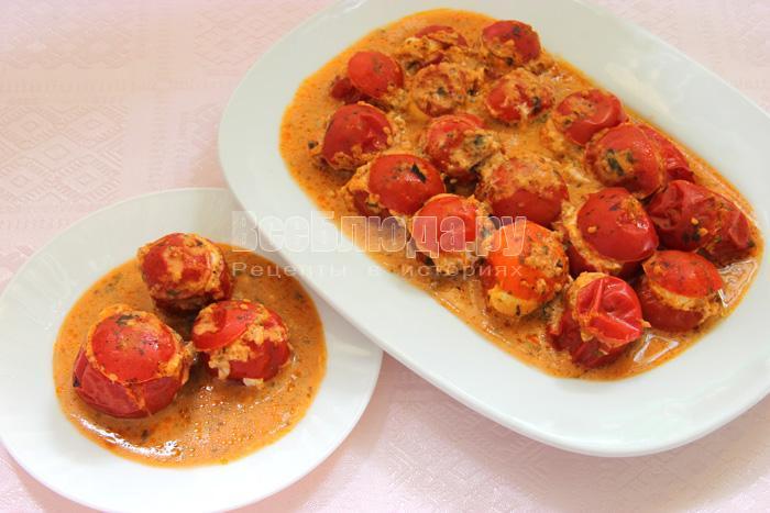 готовые тушеные помидоры с перепелиными яйцами