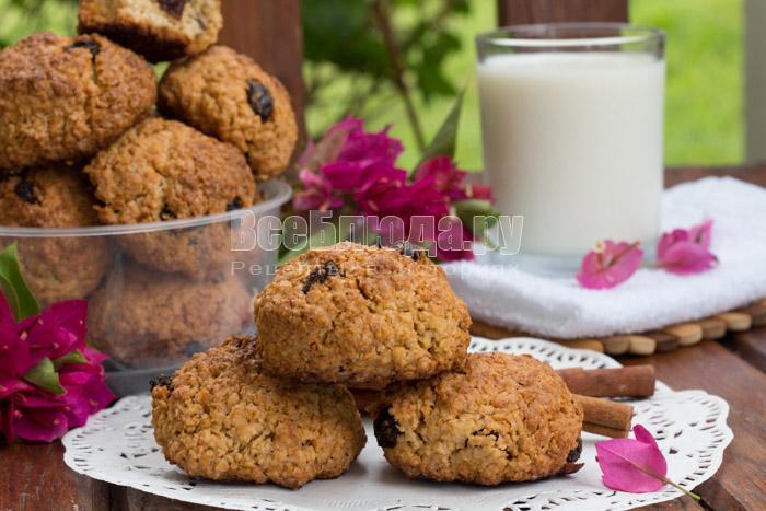 Овсяное печенье без муки с изюмом