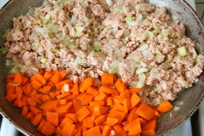 порезать морковку