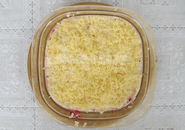 Салат свинина со свеклой, яйцами и сыром