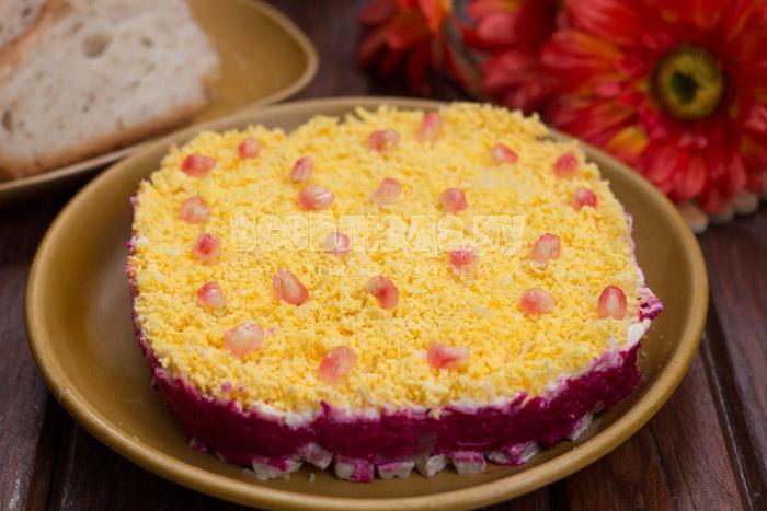готовый салат со свеклой и свининой