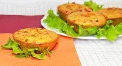 Маффины с кабачками, помидорами и сыром
