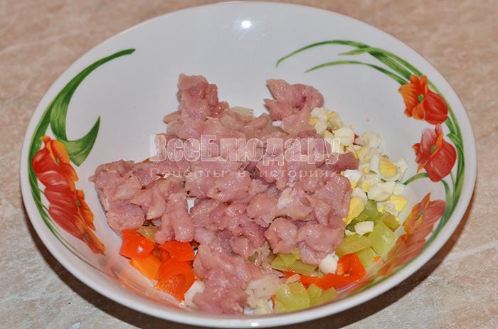 высыпите мясо в тарелку
