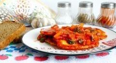Рецепт вкусных луковых котлет в томатном соусе