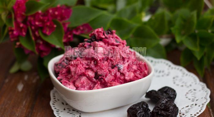 рецепт свекольного салата с куриным филе и черносливом