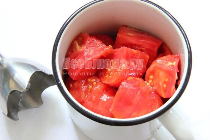 очищаю томаты
