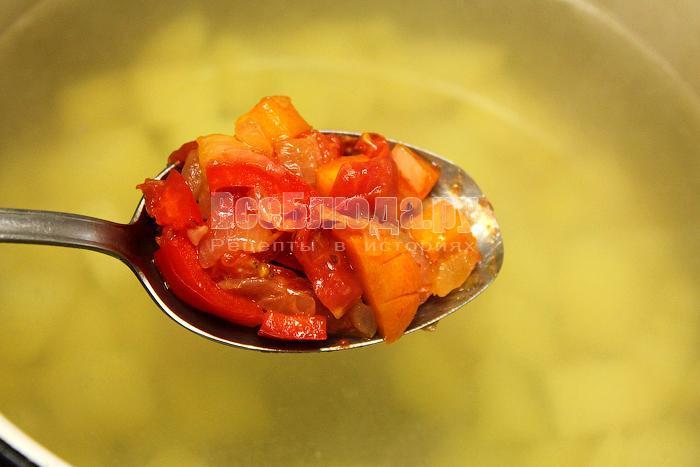 Переложили тушеные овощи в бульон
