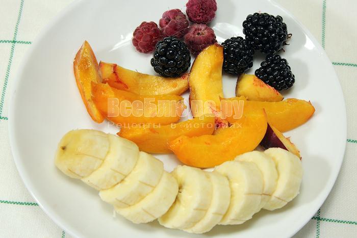 Нарезали фрукты