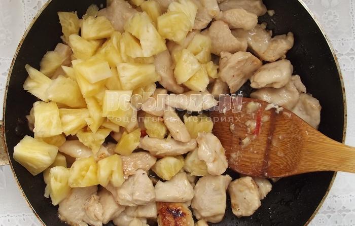 Рецепт куриного филе с ананасами на сковороде