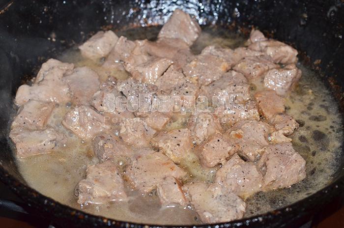 залейте мясо водой