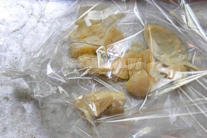 Картошка, запеченная в рукаве в духовке с майонезом